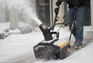 WEN 5662 Snow Blaster in action